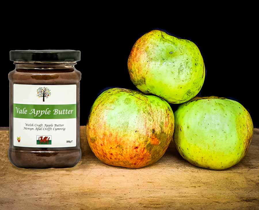 jar of apple butter with apples